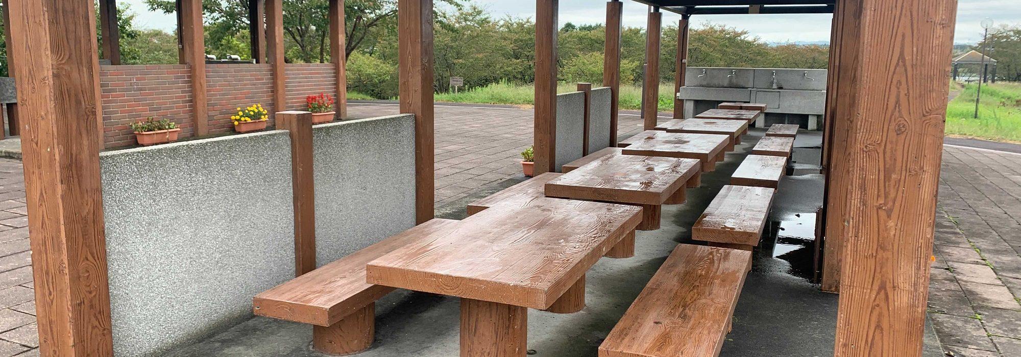 テーブルとベンチもあり施設が整っている